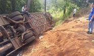 Xe khách chở hơn 40 người lao xuống vực trong đêm