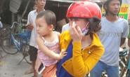 Bé 2 tuổi được chở đi chơi, cả xóm tưởng bị bắt cóc