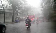 Mưa mù trời kèm lốc xoáy ở Sài Gòn
