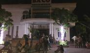Bé trai bị điện giật chết: Người nhà đưa thi thể đặt trước nhà hàng