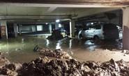 Hầm chung cư sập, hàng chục xe máy, ô tô bị chôn vùi