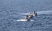 """Thuyền Iran """"quấy rối"""" tàu khu trục Mỹ"""