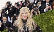 "Madonna, Lady Gaga hở bạo tại ""Oscar thời trang"""