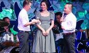 Đồng nghiệp tặng 300 triệu đồng cho ca sĩ Minh Thuận