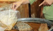 Hãi hùng với 5.000 kg mắm cá tra có dòi bò lúc nhúc