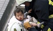 Cận cảnh những em bé thoát khỏi động đất Đài Loan