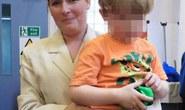 Bé trai 3 tuổi kẹt trong nhà 3 ngày bên xác mẹ