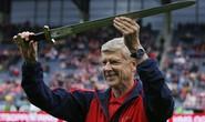 HLV Wenger nhận bảo kiếm, Arsenal thắng tưng bừng