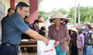 Báo Người Lao Động cứu trợ người dân vùng lũ Phú Yên