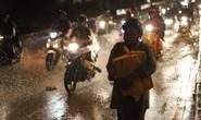 Vượt biển nước vào lại Sài Gòn sau mưa to