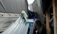 Xe cẩu gây tai nạn liên hoàn