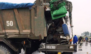 Xe tải tông xe ben nát đầu, tài xế và phụ xe trọng thương