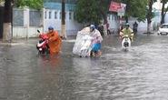 """Cơn """"mưa vàng"""" ở Đà Nẵng gây ngập nặng"""