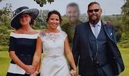 Cô dâu ghép hình anh trai đã khuất vào ảnh cưới
