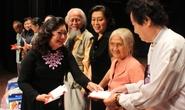 NSND Kim Cương xúc động trao quà cho nghệ sĩ nghèo