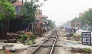 Băng qua đường sắt đón khách, xe ôm bị tàu hỏa tông tử vong