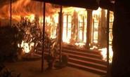 Chùa cổ ven hồ Tây phát hỏa cháy dữ dội lúc nửa đêm