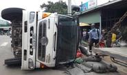Xe tải lật nghiêng đè 1 phụ nữ suýt chết