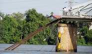 Vụ sập cầu Ghềnh: Đường sắt tê liệt, hành khách vạ vật đổi, trả vé