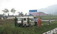 Tá hỏa thấy người đàn ông gục chết bên xe máy ven đường