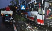 Hàng chục hành khách hoảng loạn vì xe khách lao vào nhà dân