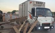 Xe tải bất ngờ tông nát 2 xe bò trên quốc lộ 1A