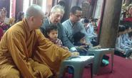 Gia đình Đại sứ Mỹ lên chùa Kim Liên làm lễ Vu lan