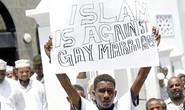 Bị ép kiểm tra hậu môn vì nghi quan hệ đồng giới