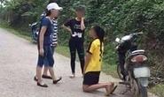 Nữ sinh bắt bạn quỳ xuống đường xin lỗi rồi tát tới tấp