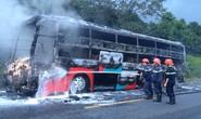 Xe giường nằm bốc cháy trong đêm, hành khách hoảng loạn