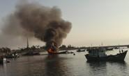 Nổ bình gas tàu cá, 2 ngư dân bị thương nặng