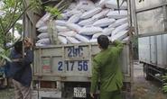 Phát hiện gần 7 tấn thức ăn chăn nuôi chứa chất cấm