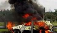 Xe 7 chỗ bốc cháy trên cao tốc, 4 người thoát chết