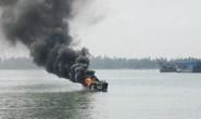 Thuyền phát nổ rồi cháy, 3 người phỏng nặng, 1 người mất tích
