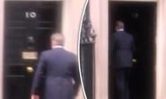 Thủ tướng Anh ngân nga hát sau khi thông báo người kế nhiệm