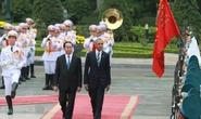 Chủ tịch nước Trần Đại Quang đón Tổng thống Obama