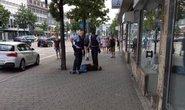 Vung dao chém chết người giữa đường ở Đức