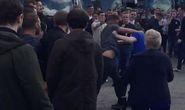 CĐV M.U và Everton đánh nhau đổ máu