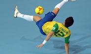 Cầu thủ sinh viên đá phạt đỉnh như huyền thoại futsal Brazil