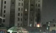 Cháy chung cư, nhiều người tháo chạy