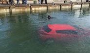 Cô gái lao ôtô xuống hồ vì đi theo định vị GPS