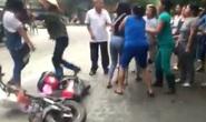 Xác định nữ sinh cầm dao đuổi bạn trước cổng trường
