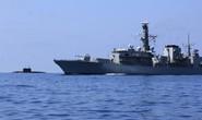 Tàu chiến Anh bám theo tàu ngầm Nga