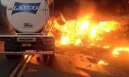 Xe tải đấu đầu xe chở bệnh nhân, 30 người thương vong