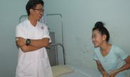 Nữ sinh bị cưa chân tươi cười trong ngày xuất viện