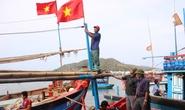 Tặng 300 cờ Tổ quốc cho ngư dân