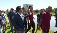 Ném micro phóng viên xuống hồ, Ronaldo gặp rắc rối to
