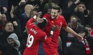 Thắng Stoke 4-1, Liverpool làm nóng cuộc đua