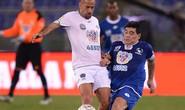 """Maradona mắng Veron ngu ngốc trong trận đấu """"vì hòa bình"""""""