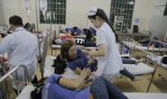 Ăn chiều bị ngộ độc, hàng trăm công nhân nhập viện